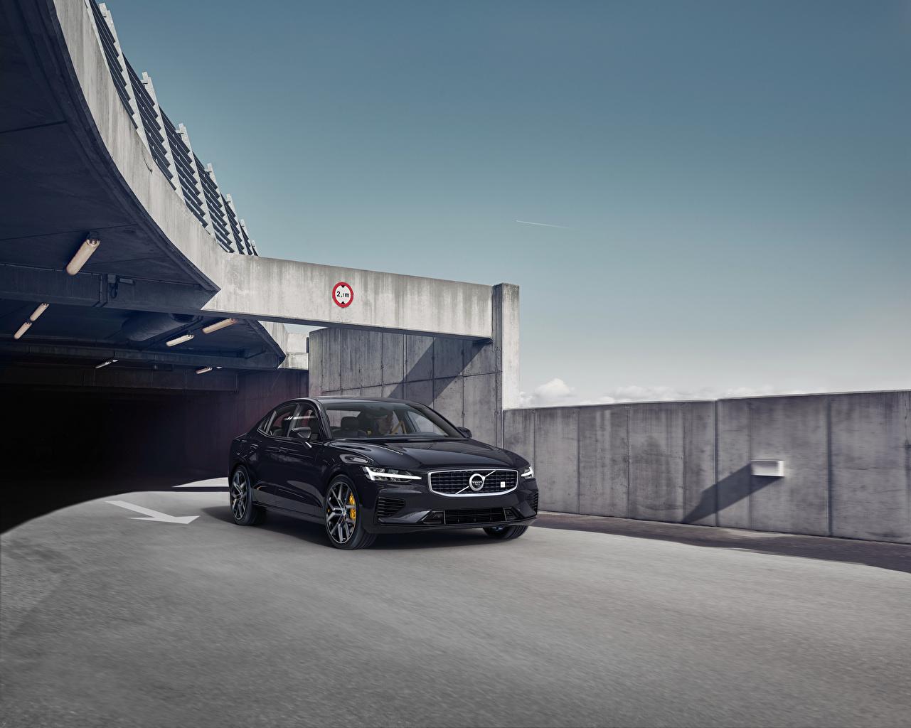Фото Вольво 2018-19 S60 T8 Polestar Engineered черные машины Металлик Volvo черная Черный черных авто машина Автомобили автомобиль
