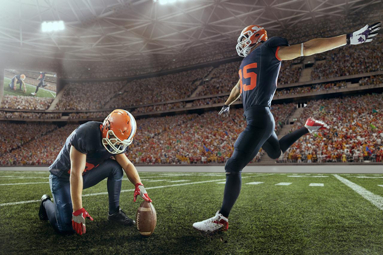 Фото Американский футбол 2 Спорт Мяч Униформа два две Двое вдвоем спортивный спортивные спортивная Мячик униформе