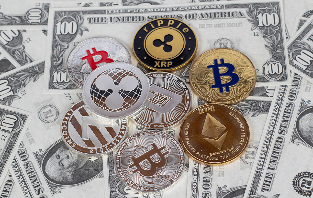 Фотографии Bitcoin Монеты Купюры Доллары XRP ETH LTC Деньги Биткоин Банкноты