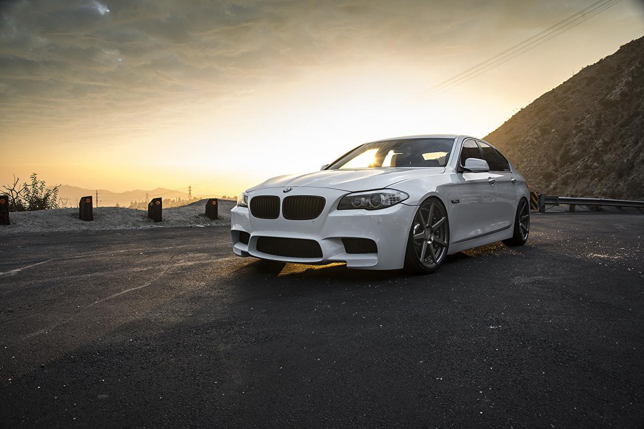 Картинки БМВ F10 Белый рассвет и закат Автомобили BMW белая белые белых Рассветы и закаты авто машины машина автомобиль