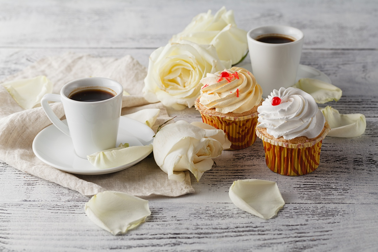 Фотографии Кофе Кекс Розы цветок Еда Кружка роза Цветы Пища кружки кружке Продукты питания