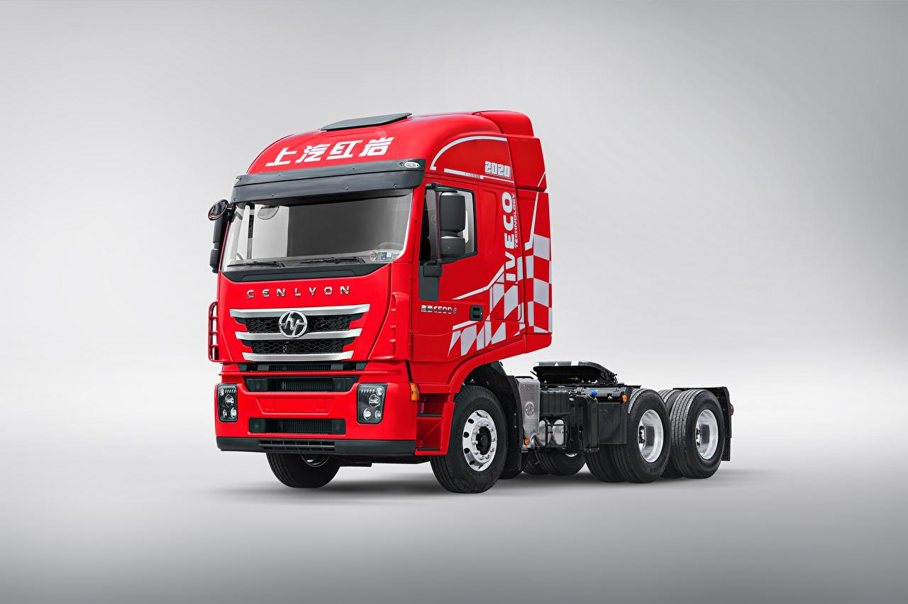 Фото Грузовики Китайские Hongyan Genlyon 350 6×4 Tractor, (C500), 2017--- красные Автомобили сером фоне китайский китайская красная Красный красных авто машины машина автомобиль Серый фон