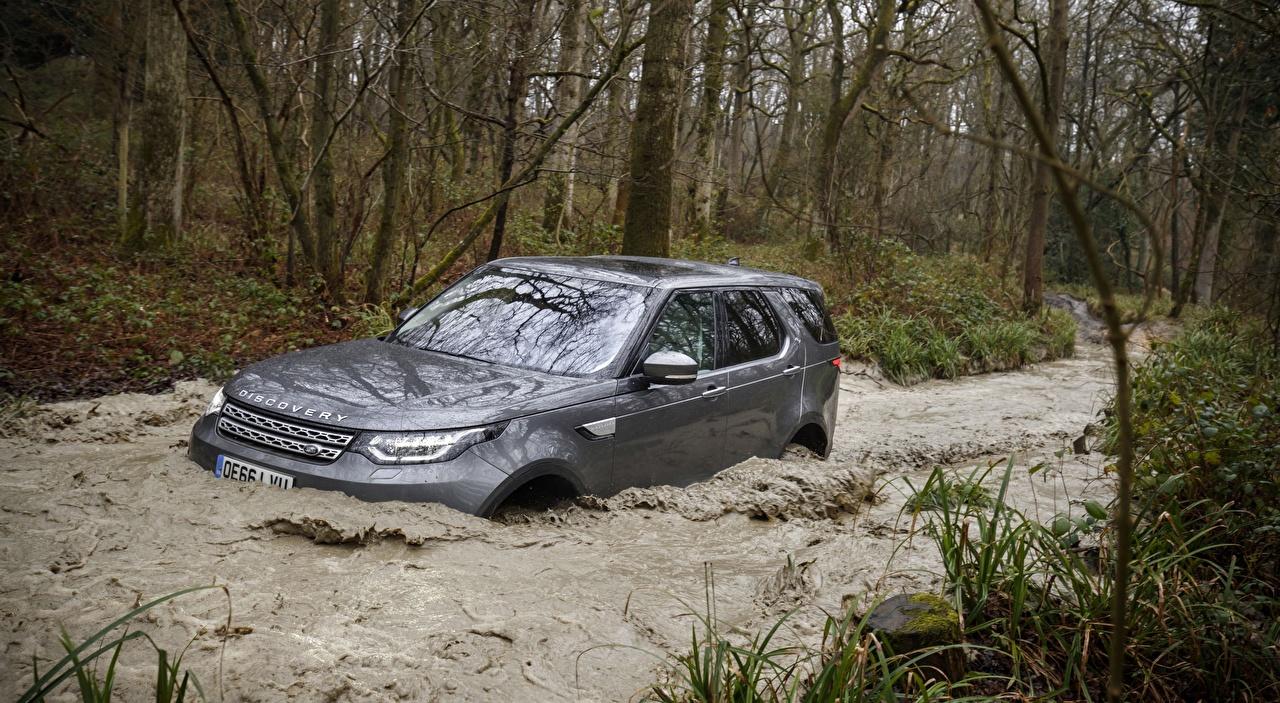 Фотография Land Rover SUV Discovery, UK-spec, 2017 серебряная воде автомобиль Range Rover Внедорожник серебряный Серебристый серебристая Вода авто машины машина Автомобили