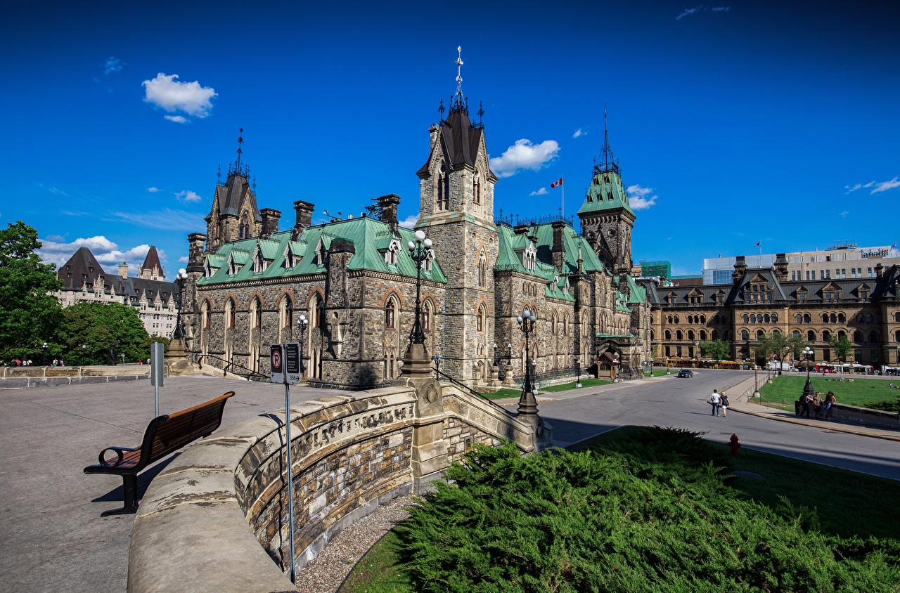 Картинка Канада Башня Ottawa, Parliament Hill Газон Уличные фонари город Здания башни газоне Дома Города