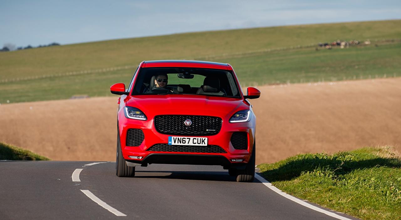 Фото Jaguar Кроссовер E-Pace, R-Dynamic First Edition, UK-spec, 2017 Красный Спереди Асфальт автомобиль Ягуар CUV красных красные красная авто машина машины асфальта Автомобили