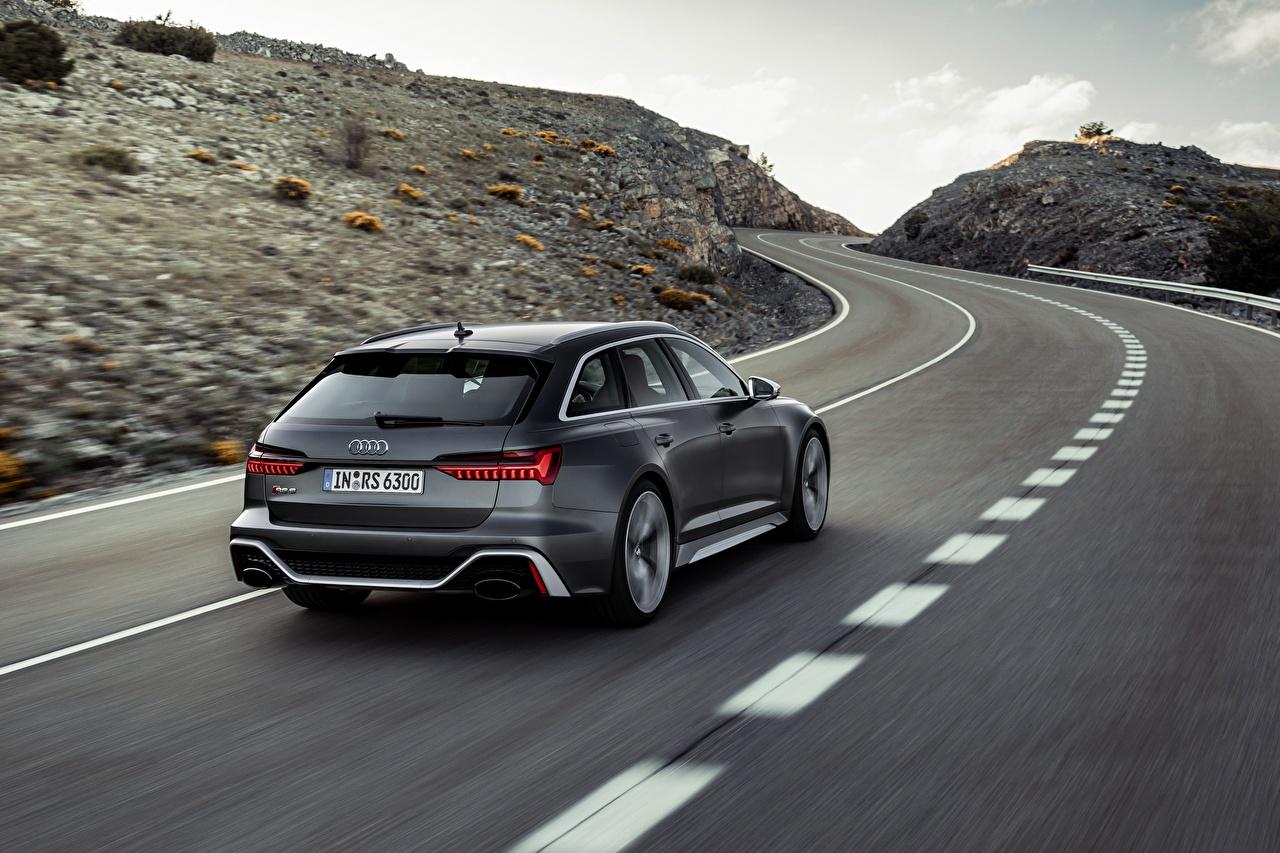 Картинки Ауди Универсал RS 6 2020 2019 V8 Twin-Turbo Серый едущий Дороги Сзади машины Металлик Audi серые серая едет едущая скорость Движение авто машина вид сзади автомобиль Автомобили