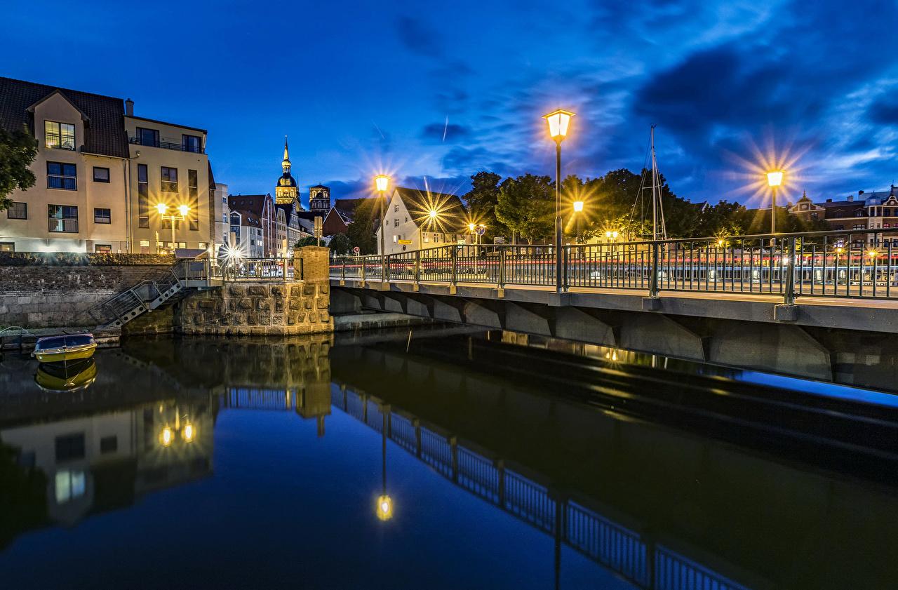 Картинки Германия Stralsund мост Водный канал Ночные Уличные фонари Города Здания Мосты Ночь ночью в ночи Дома город