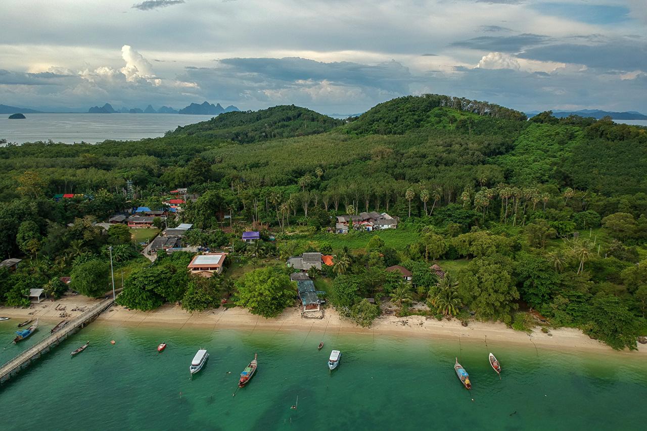 Фото Таиланд Naka Island Phuket Природа Леса Тропики залива Побережье Здания лес тропический берег Залив заливы Дома