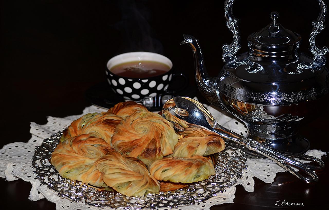Фотография Чай Чайник Чашка Продукты питания Выпечка Черный фон Еда Пища чашке на черном фоне