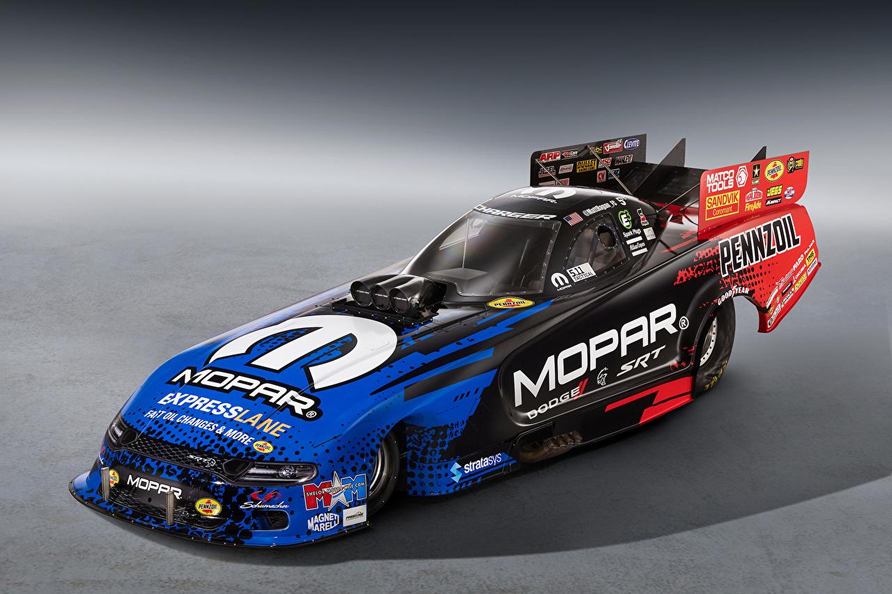 Картинки Додж Стайлинг 2018 Mopar Charger SRT Hellcat Funny Car автомобиль сером фоне Dodge Тюнинг авто машина машины Автомобили Серый фон
