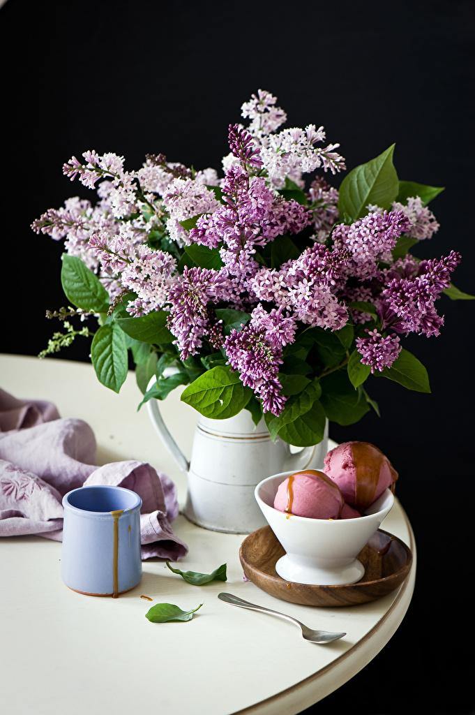 Фото букет Мороженое цветок Сирень Чашка Натюрморт на черном фоне  для мобильного телефона Букеты Цветы чашке Черный фон