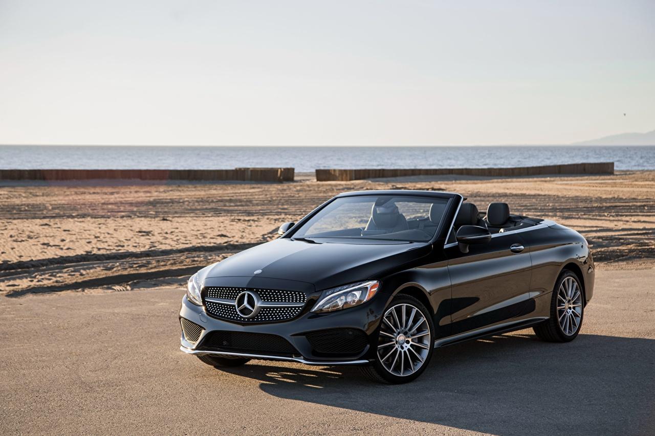 Картинка Mercedes-Benz 2017 C 300 4MATIC AMG Line Кабриолет черные Авто Металлик Мерседес бенц кабриолета черных Черный черная Машины Автомобили
