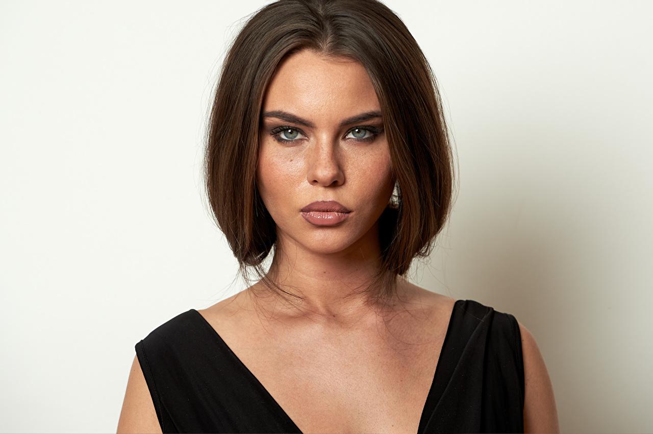 Фотография Модель мейкап Tiziana Di Garbo Причёска лица молодые женщины смотрят фотомодель Макияж косметика на лице прически Лицо девушка Девушки молодая женщина Взгляд смотрит