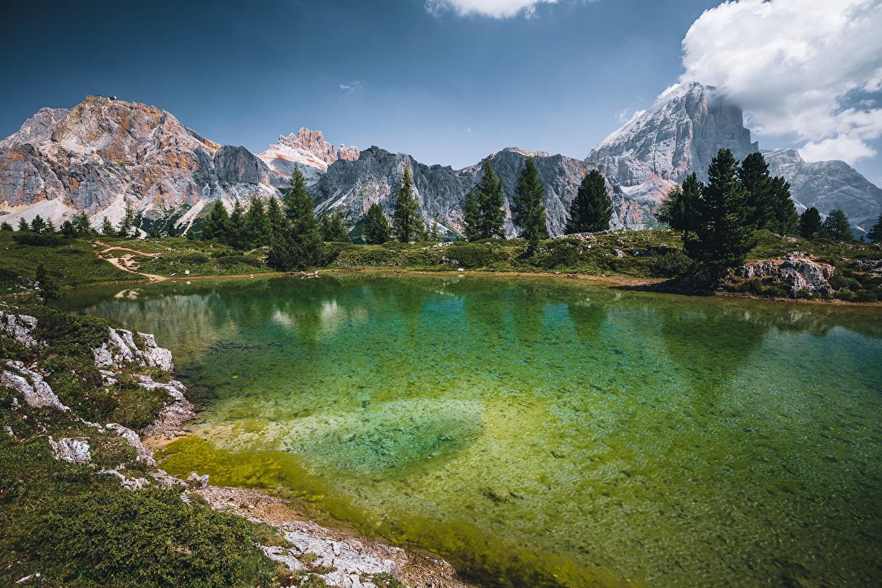 Обои для рабочего стола Италия Lago Limides гора Природа Озеро дерево Горы дерева Деревья деревьев