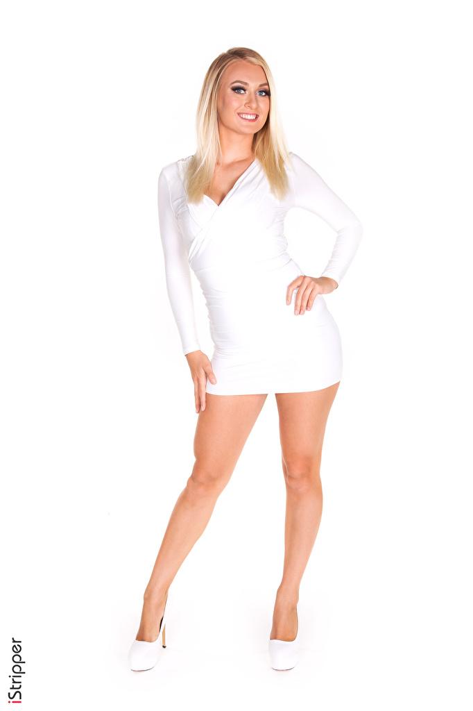 Обои для рабочего стола Natalia Starr блондинок улыбается iStripper Поза белые молодые женщины ног белым фоном Платье Туфли  для мобильного телефона блондинки Блондинка Улыбка позирует белая Белый белых девушка Девушки молодая женщина Ноги Белый фон белом фоне платья туфель туфлях