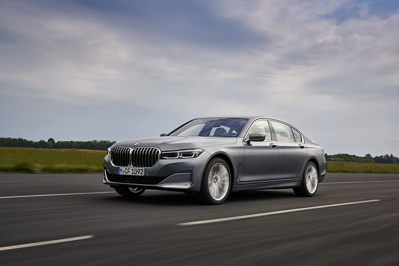 Фотографии BMW 7 series, G11/G12 Седан Серый Дороги Движение машины Металлик БМВ серая серые едет едущий едущая скорость авто машина Автомобили автомобиль