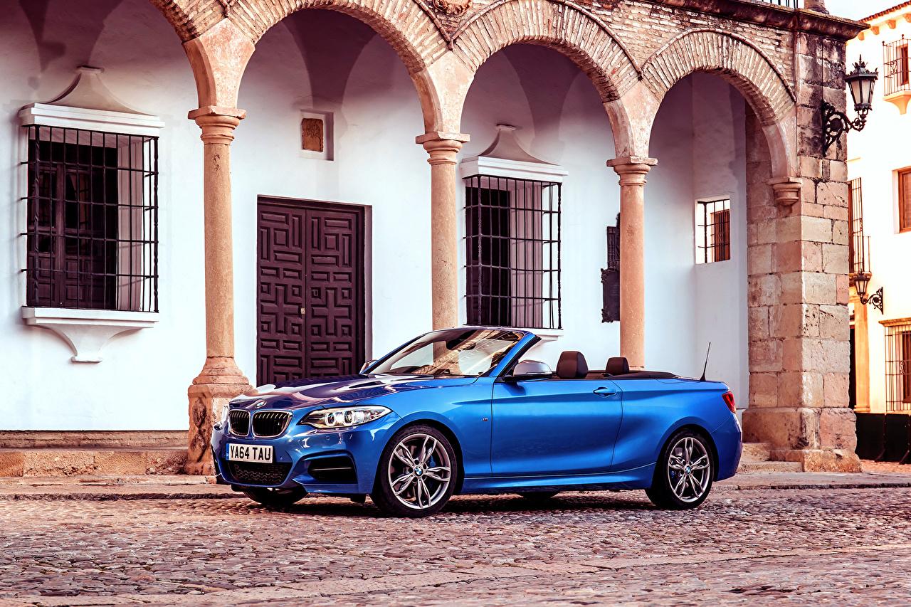 Фотография BMW 2015 M235i UK-spec F23 кабриолета Синий Улица Сбоку Автомобили БМВ Кабриолет синих синие синяя улиц улице авто машина машины автомобиль