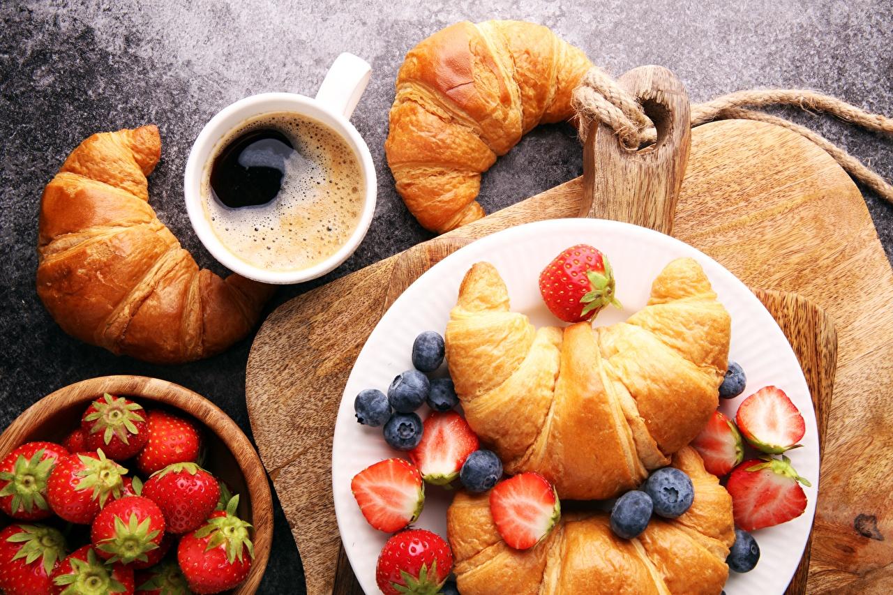 Фотография Завтрак Круассан Черника Клубника Пища Еда Продукты питания