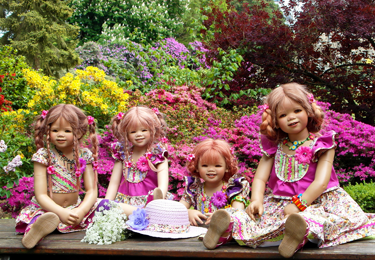 Обои для рабочего стола Девочки Германия куклы Grugapark Essen шляпе Природа Четыре 4 Парки девочка Кукла Шляпа шляпы парк