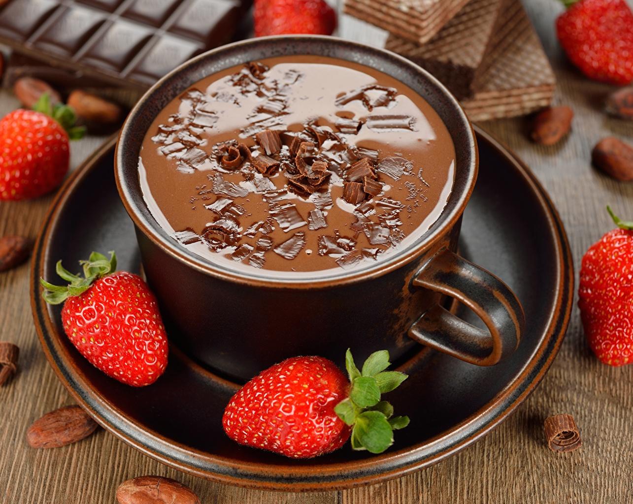 Картинка Горячий шоколад Клубника Чашка Блюдце Продукты питания Еда Пища