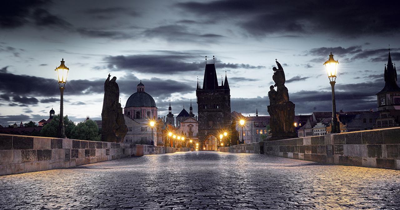 Картинка Прага Чехия Мосты Ночь Дома Города Скульптуры Ночные Здания