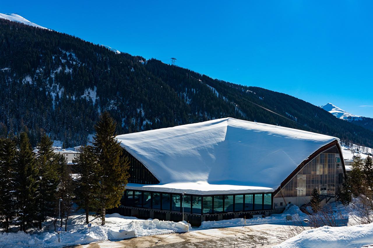 Картинка Швейцария Davos гора зимние снегу город Здания Горы Зима Снег снеге снега Дома Города