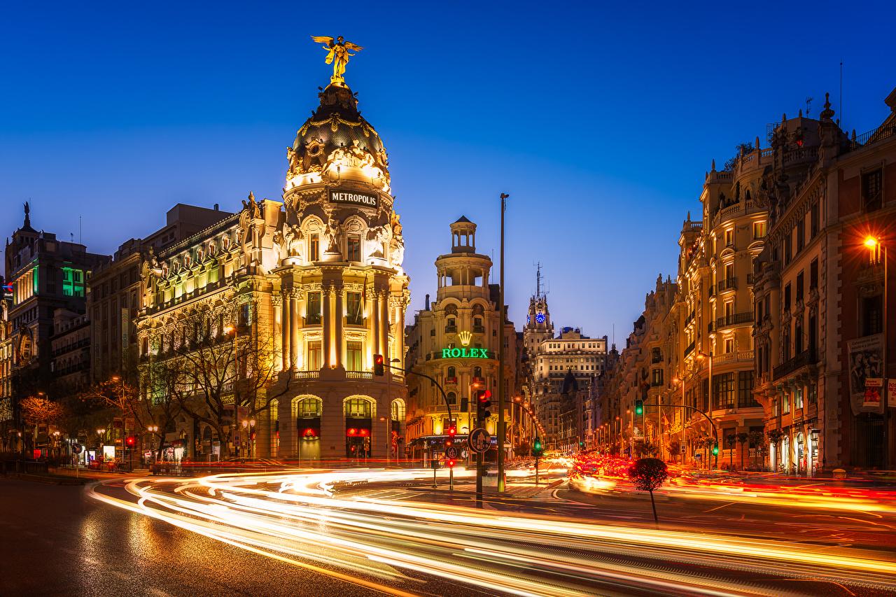 Обои для рабочего стола Мадрид Испания Улица Дороги Движение Вечер Здания Города улиц едет улице едущий едущая скорость Дома город