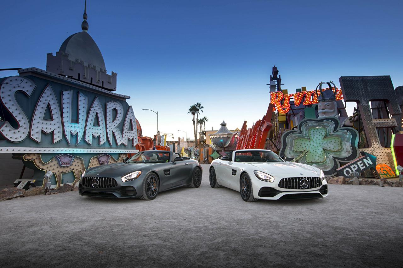 Фотографии Mercedes-Benz 2016 AMG GT Roadster Родстер кабриолета Двое Автомобили Мерседес бенц Кабриолет 2 два две вдвоем авто машина машины автомобиль