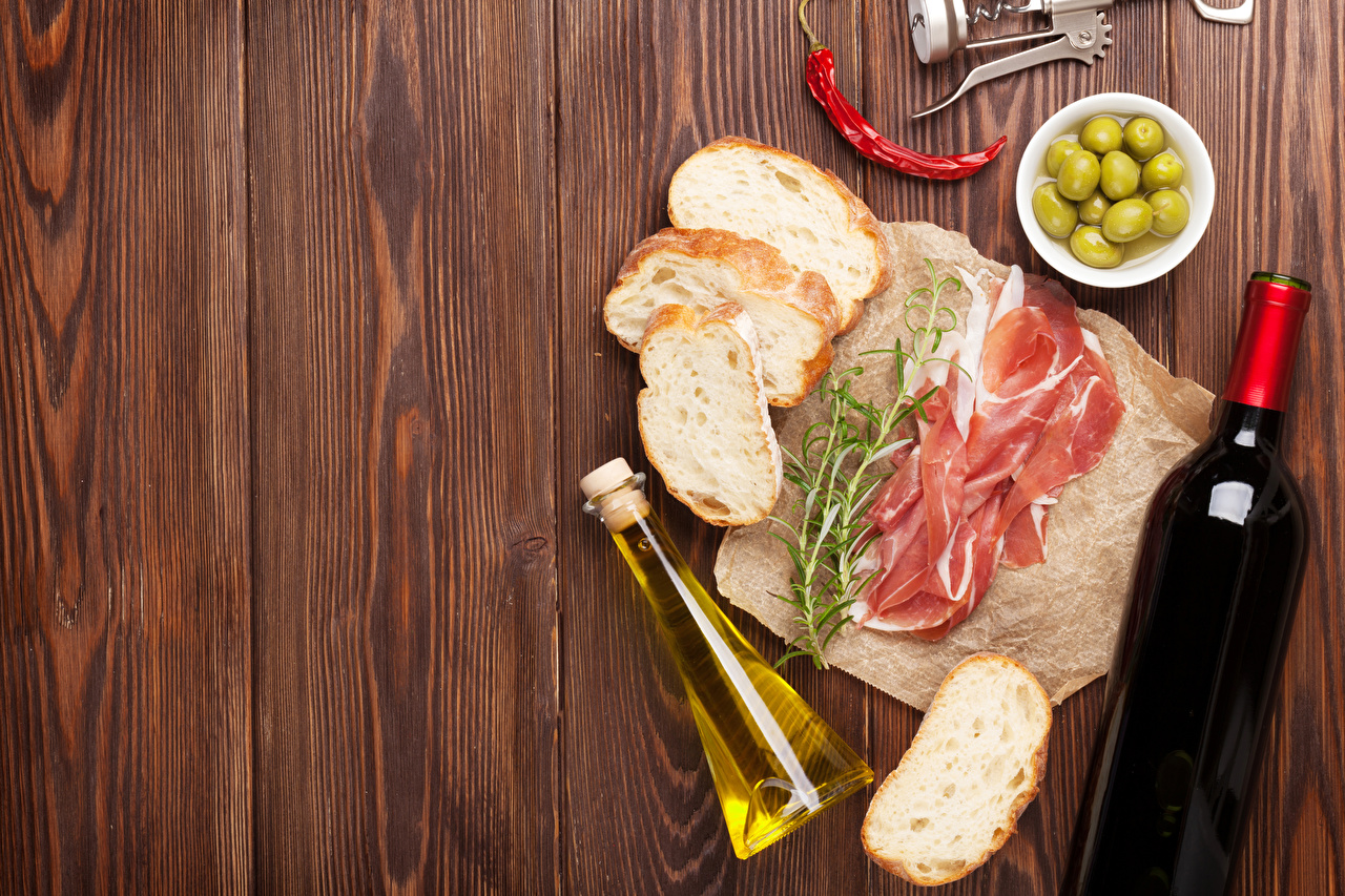 Картинки Вино Оливки Хлеб Ветчина Еда Перец бутылки Доски Пища Бутылка перец овощной Продукты питания