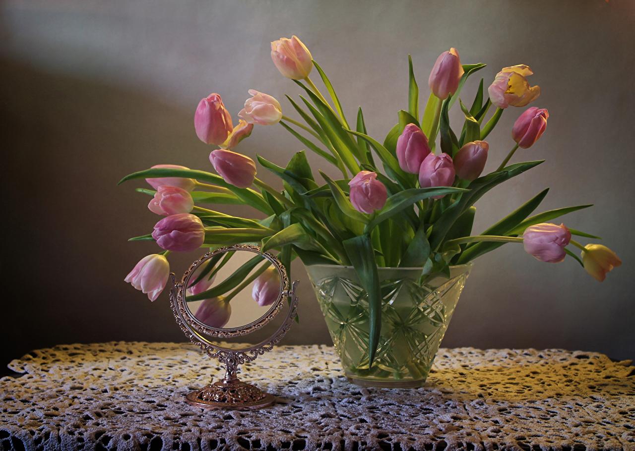 Фотография Тюльпаны Цветы вазе зеркал Натюрморт тюльпан цветок Ваза вазы Зеркало зеркала
