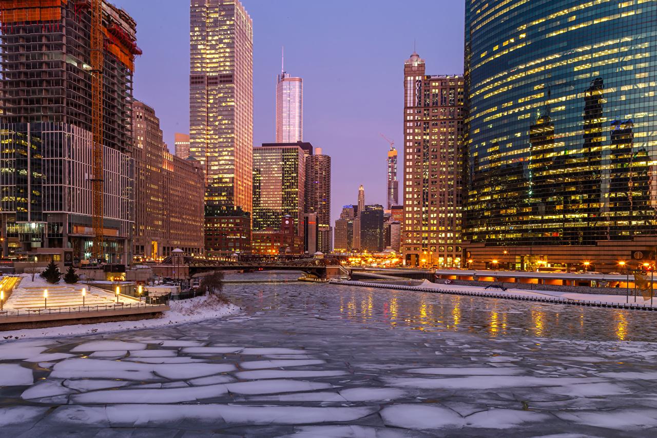 Фотографии Чикаго город америка Лед зимние Реки Вечер Уличные фонари Города Здания США штаты льда Зима река речка Дома город