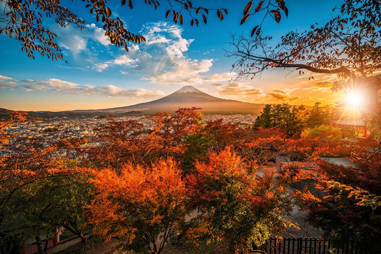 Фото Фудзияма Япония вулкана гора Осень Природа Небо Облака Деревья Вулкан вулканы Горы осенние дерево дерева облако облачно деревьев
