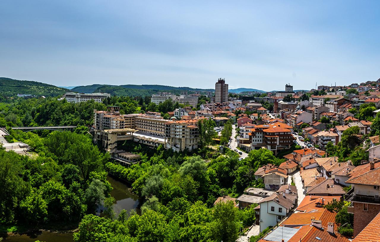 Фото Болгария Tirnovo краши речка Дома Города крыше Крыша река Реки город Здания