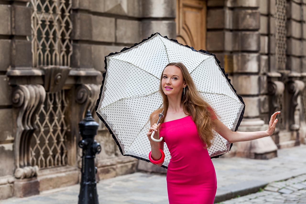 Фотографии Anastasia Поза Девушки зонтик смотрит Платье позирует девушка молодая женщина молодые женщины Зонт зонтом Взгляд смотрят платья
