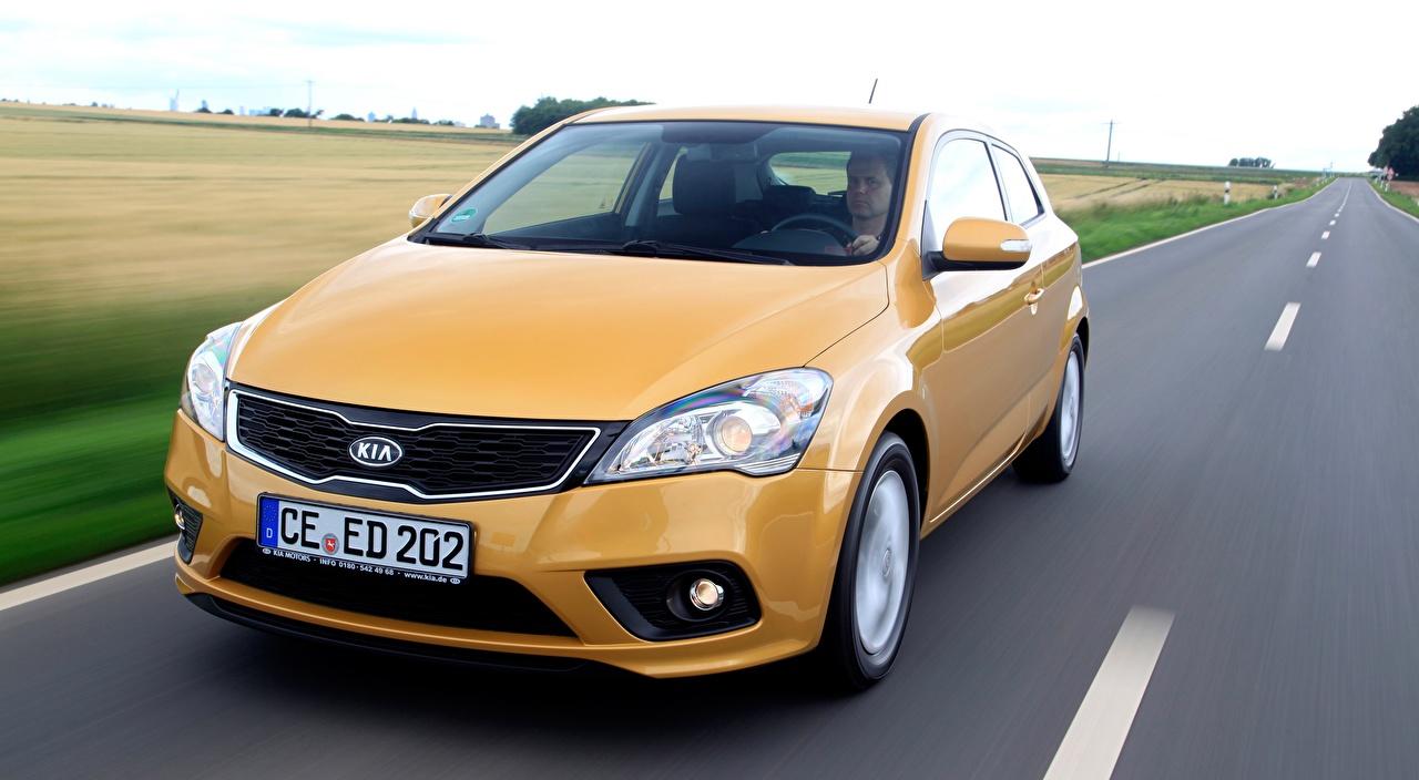 Картинка KIA Hatchback, pro ceed, EcoDynamics, 2011 желтые едет Дороги Спереди Автомобили Киа желтая Желтый желтых едущий едущая скорость Движение авто машины машина автомобиль