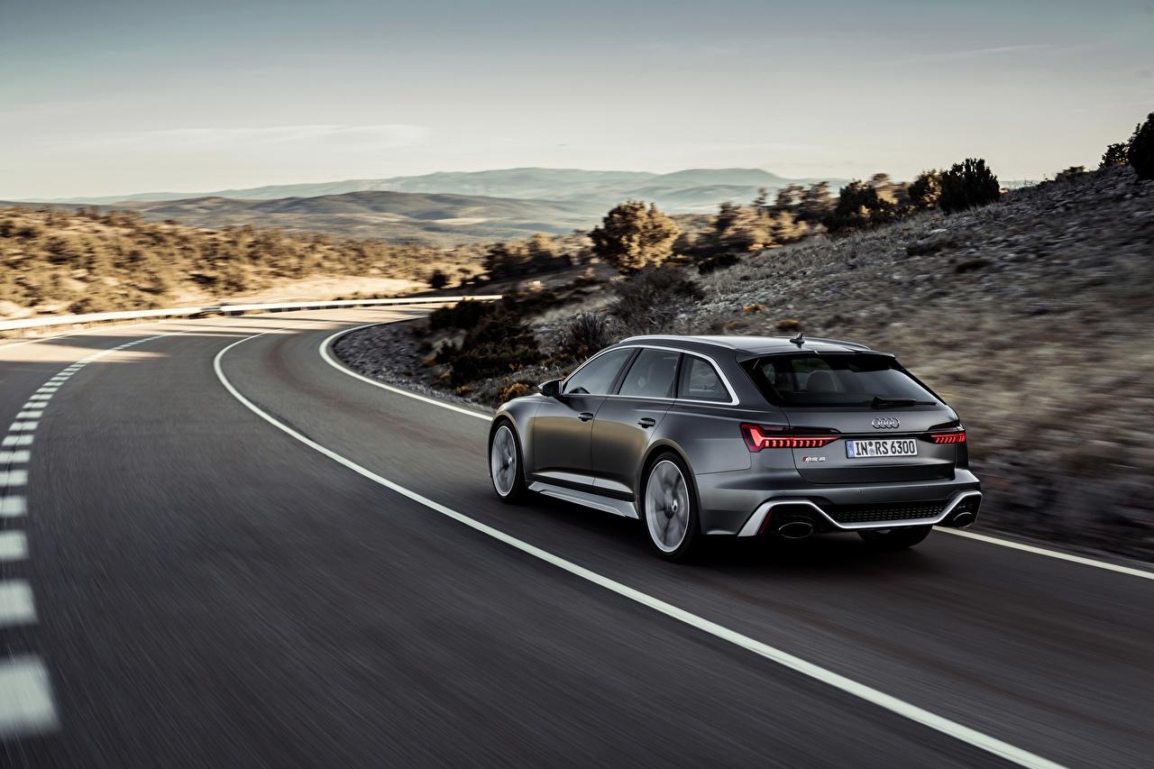 Картинка Audi Универсал 2020 2019 V8 Twin-Turbo RS6 Avant едет Дороги вид сзади Автомобили Ауди едущий едущая скорость Движение авто Сзади машина машины автомобиль