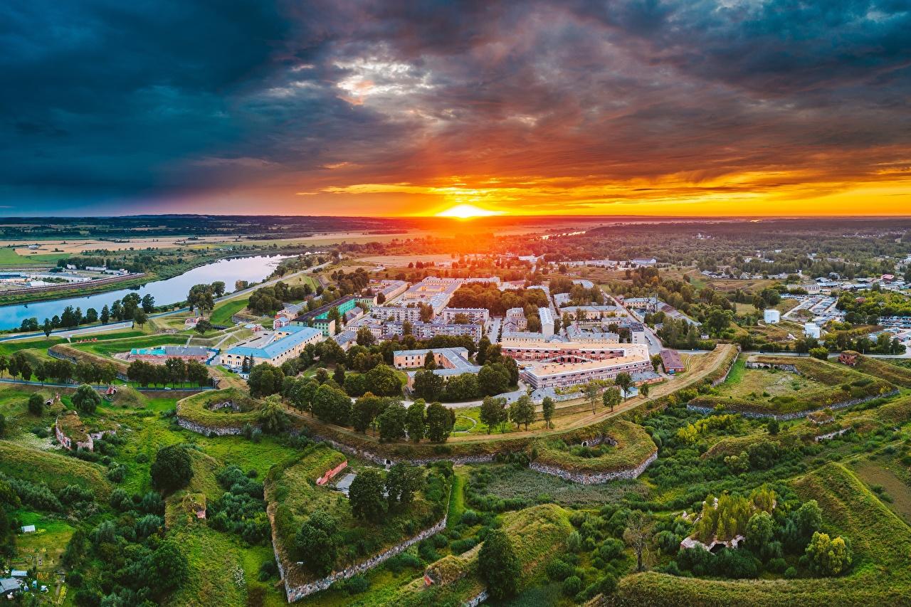 Фотография Латвия Daugavpils солнца Рассветы и закаты Сверху Дома Города Солнце рассвет и закат город Здания
