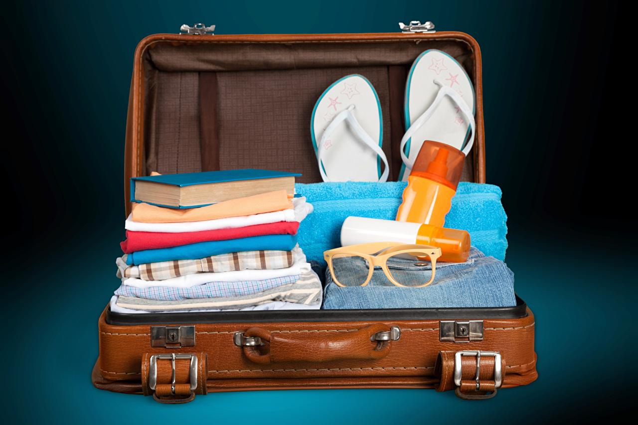 Фотографии Туризм Вьетнамки Чемодан Очки Книга шлепки сланцы чемоданы чемоданом книги очках очков