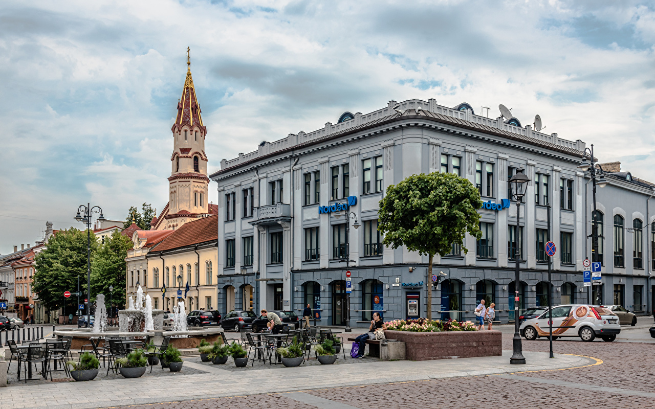 Фотография Фонтан Вильнюс Церковь Литва городской площади St Nicholas' Church Люди Дома Города Городская площадь город Здания