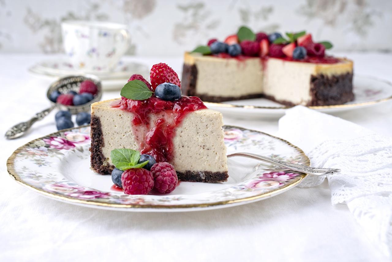 Фото Cheesecake Кусок Малина Тарелка Продукты питания часть кусочки кусочек Еда Пища тарелке