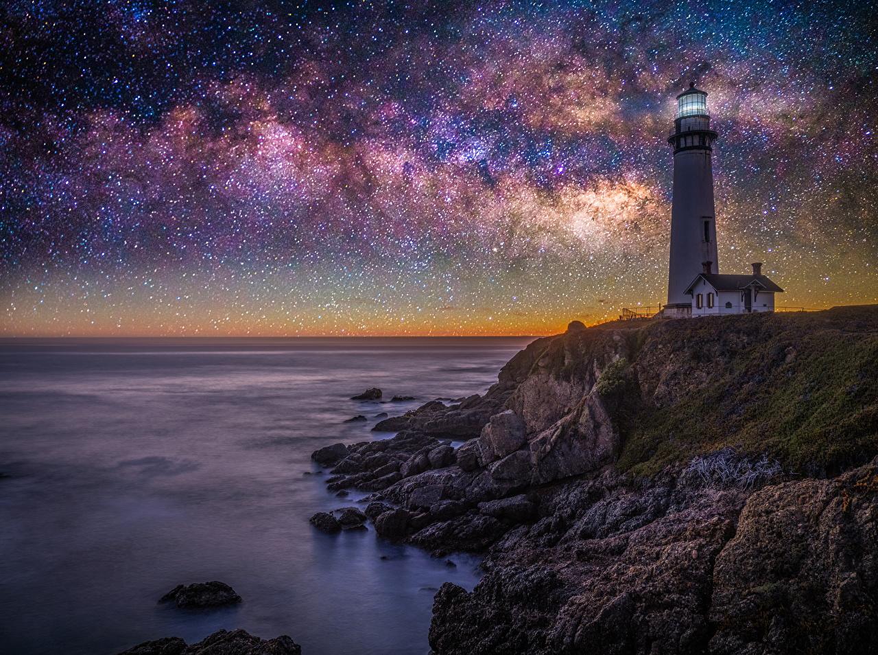Картинки Калифорния штаты Звезды Pigeon Point lighthouse Маяки Природа ночью Побережье калифорнии США америка маяк Ночь берег в ночи Ночные
