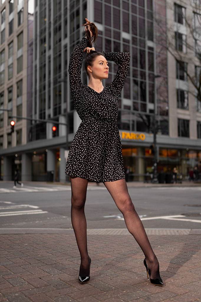 Фото Natalia Larioshina фотомодель позирует молодые женщины ног Платье Туфли  для мобильного телефона Модель Поза девушка Девушки молодая женщина Ноги платья туфель туфлях