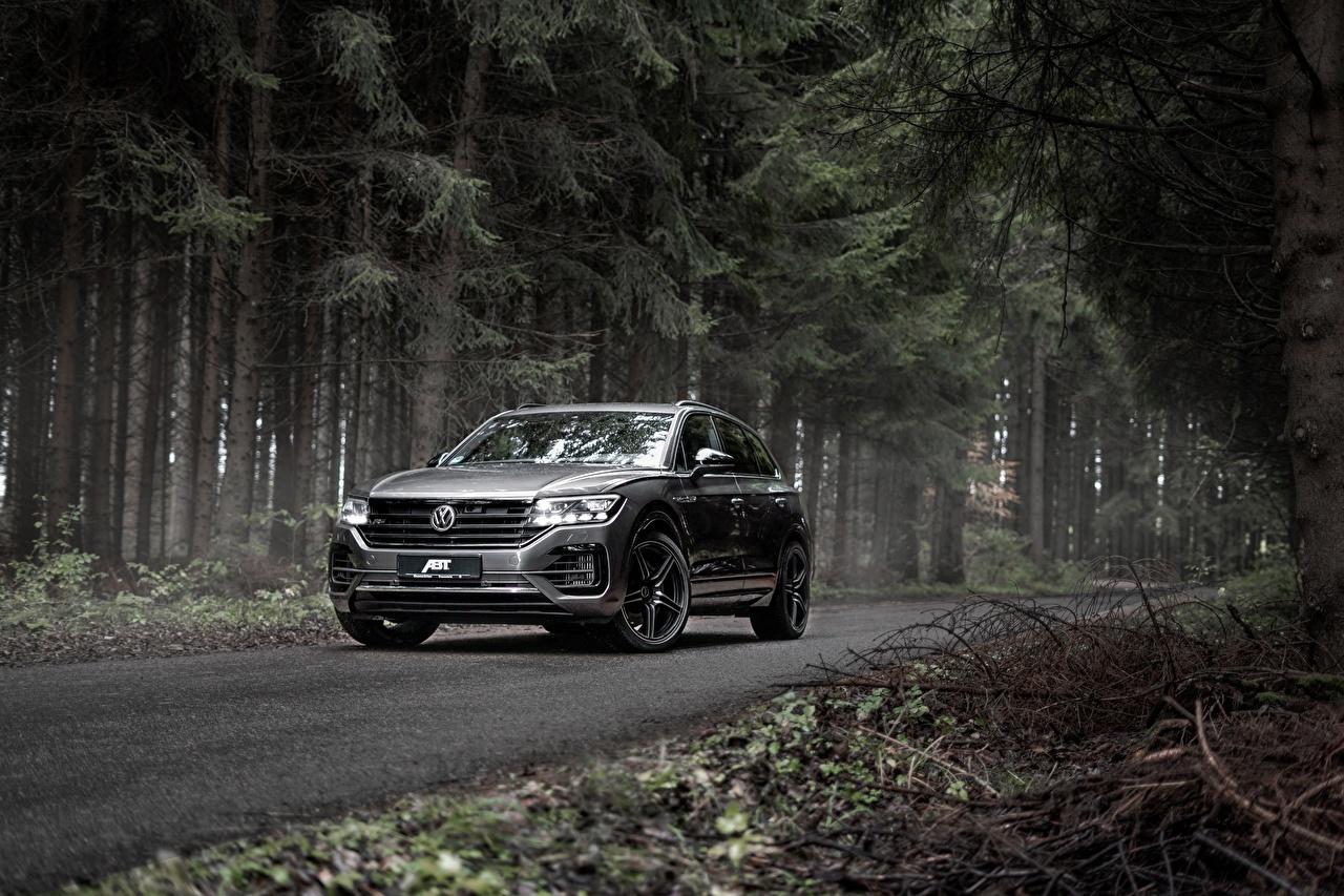 Фотография Volkswagen Кроссовер Touareg, ABT, R-Line, V8, TDI, 2019 серая Леса Металлик автомобиль Фольксваген CUV Серый серые лес авто машины машина Автомобили