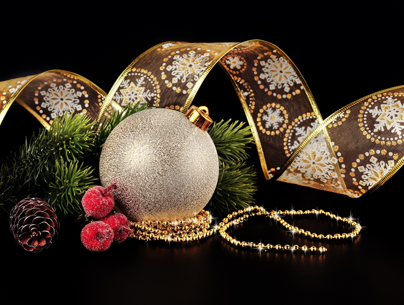 Картинки Новый год Шар шишка Лента Черный фон Рождество Шишки Шарики ленточка на черном фоне