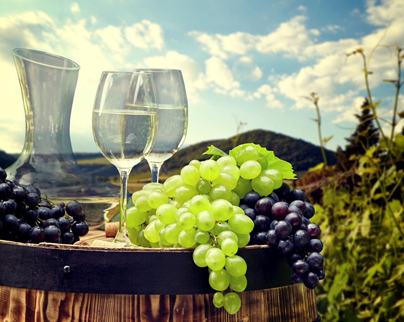 Картинка Вино Бочка Виноград Пища Бокалы Еда бокал Продукты питания