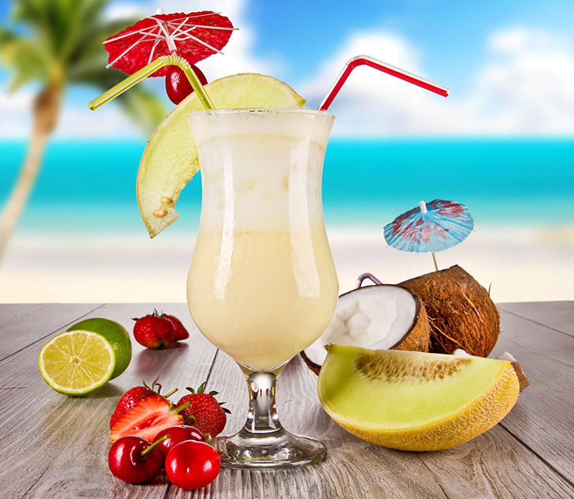 Картинка Сок Дыни Вишня Лимоны Кокосы Клубника бокал Продукты питания напиток Черешня Еда Пища Бокалы Напитки