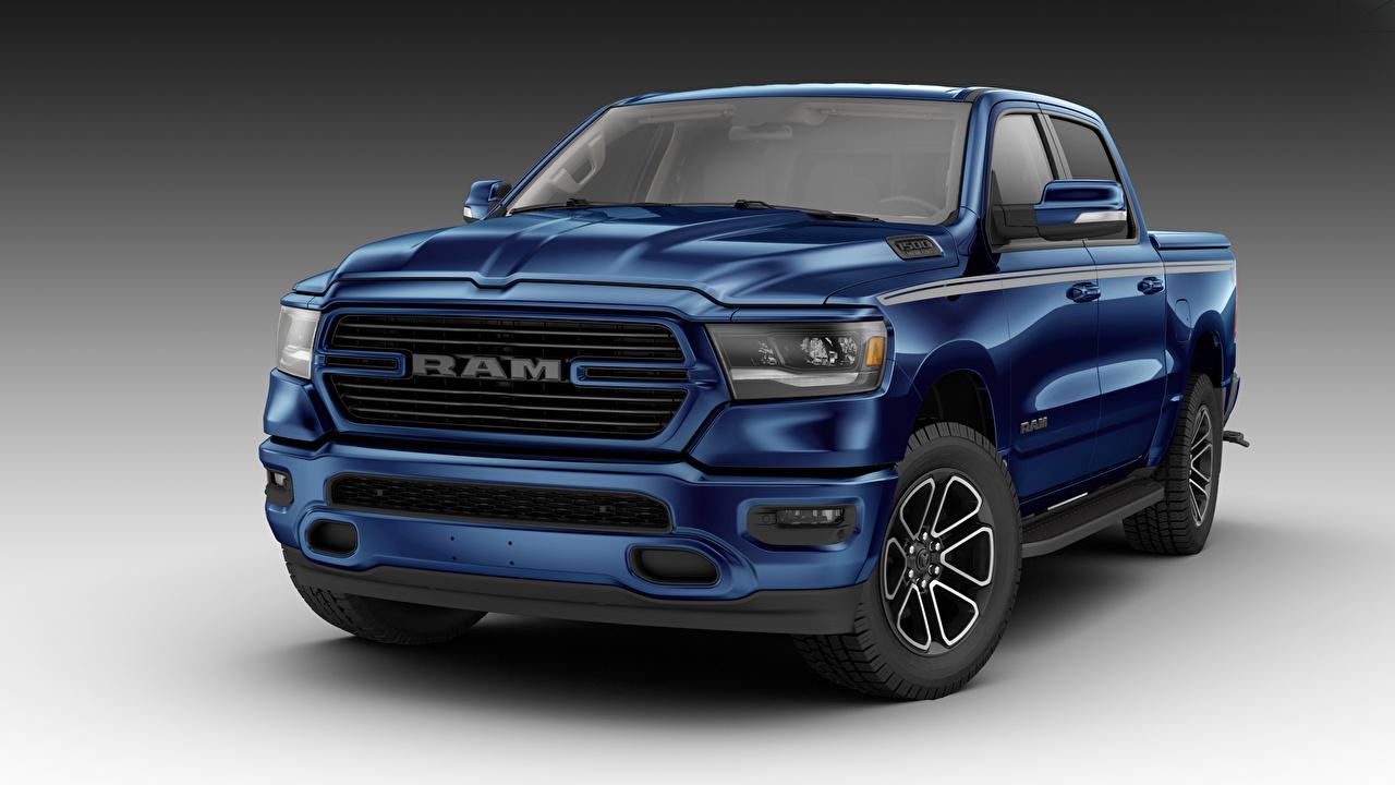 Картинка Додж 2018 Ram 1500 Big Horn Crew Cab Moparized Пикап кузов Синий автомобиль сером фоне Dodge синих синие синяя авто машина машины Автомобили Серый фон
