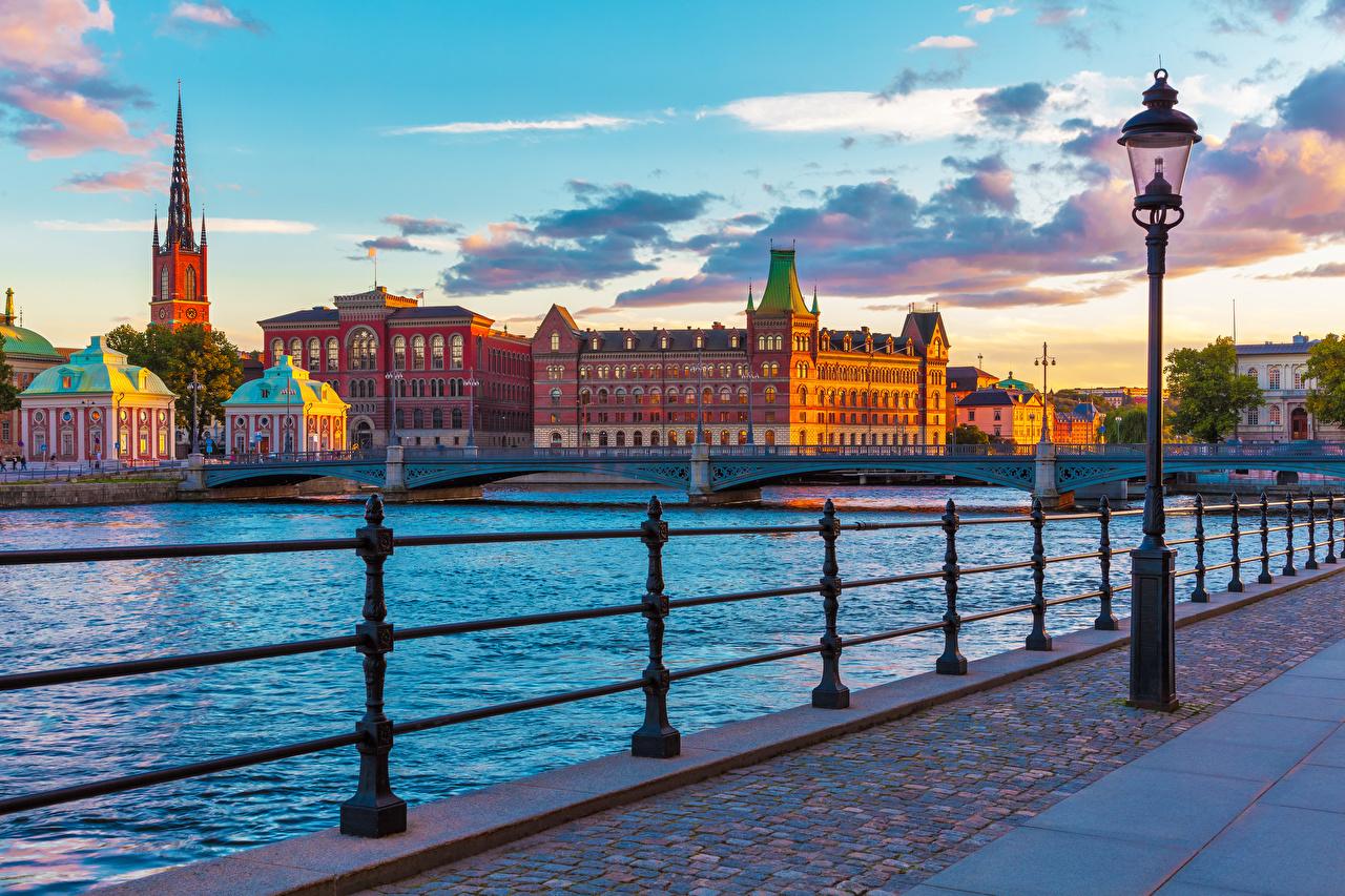 Картинки Стокгольм Швеция Мосты Забор рассвет и закат Уличные фонари город мост ограда забора забором Рассветы и закаты Города