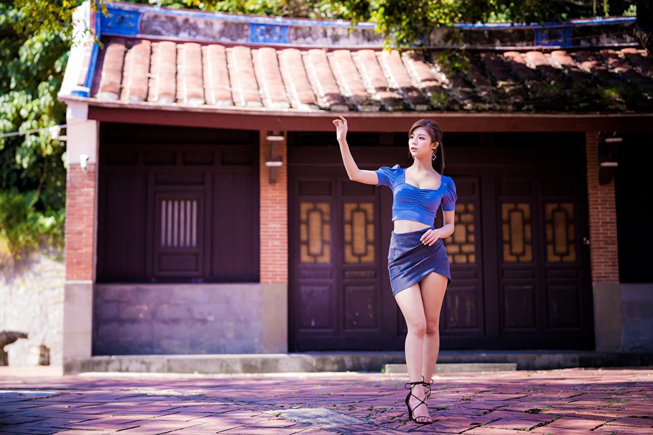 Обои для рабочего стола юбке Блузка девушка ног Азиаты юбки Юбка Девушки молодая женщина молодые женщины Ноги азиатки азиатка