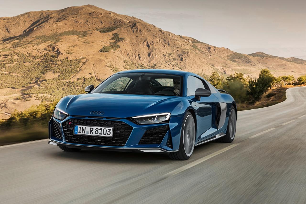 Обои для рабочего стола Ауди R8 2019 Синий едущий машина Audi синяя синие синих едет едущая Движение скорость авто машины Автомобили автомобиль